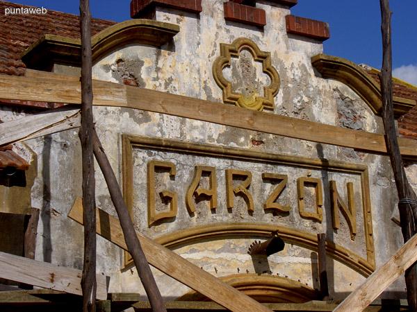Fachada de la antigua estación de tren de Garzón.