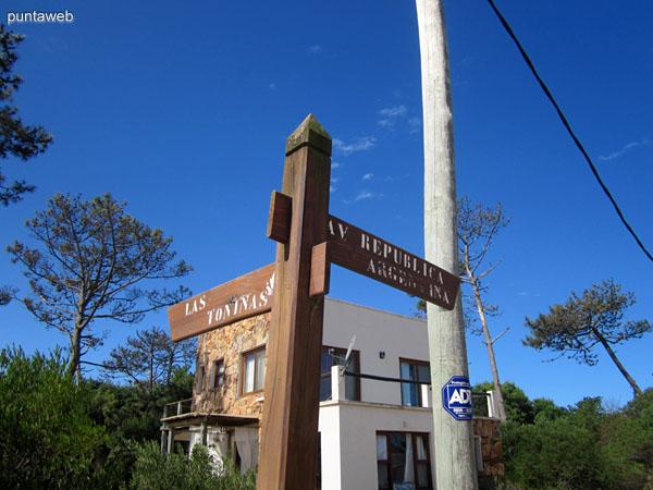 Clásica esquina de La Juanita, Av. República Argentina y Las Toninas.
