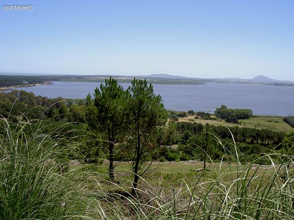 Laguna del Sauce desde Las Cumbres de Punta Ballena.