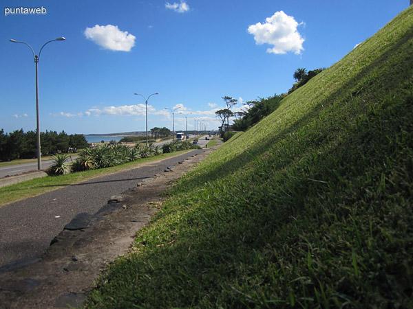 Vista de la Ruta 10 en direcci�n a Montevideo en la zona de Pinares.