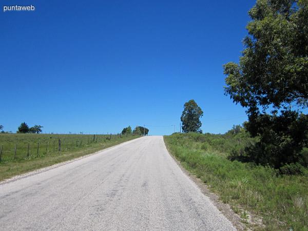 Ruta 12 hacia Pueblo Edén cerca del cruce con Ruta 9.