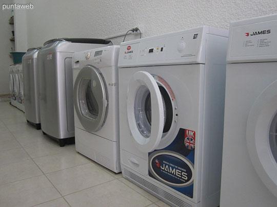 Lavarropas modernos y de gran capacidad. Lavado de acolchados.