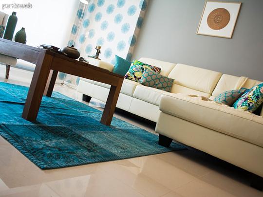 Este living es un total reflejo de su propietaria. <br><br>Un espacio moderno y  ecléctico, pero muy cálido y confortable. Una cuidada paleta de colores y texturas nuclean elementos de diferentes épocas y estilos en un balance perfecto.