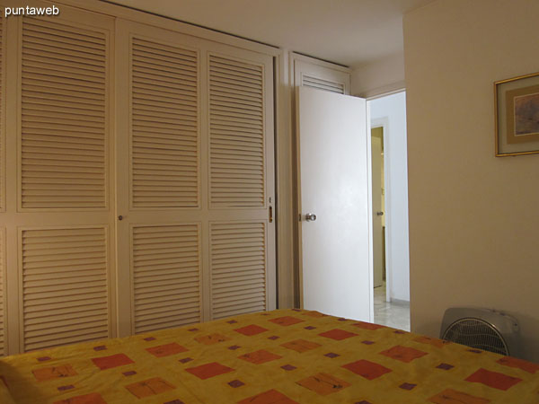 General view of the master bedroom from the headboard to the side this.