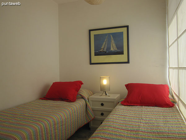 Secondary bedroom. Located on the east side of the building.<br><br>Conditioning with twin beds.