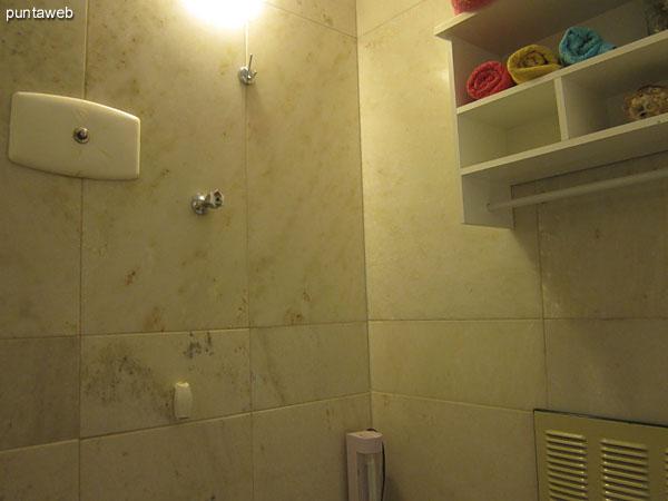 Detalle de ducha en el baño.