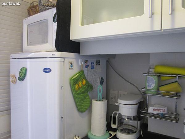 Detalle de la cocina eléctrica de dos discos. <br><br>En la terraza exclusiva hay además una parrilla eléctrica.