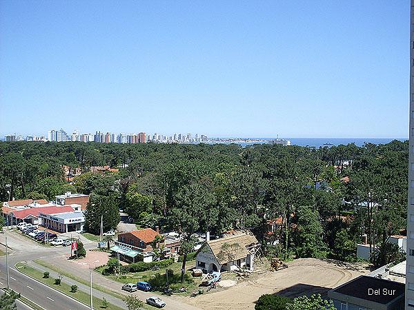 Vistas del departamento hacia la playa Mansa, se ve la Península al fondo.