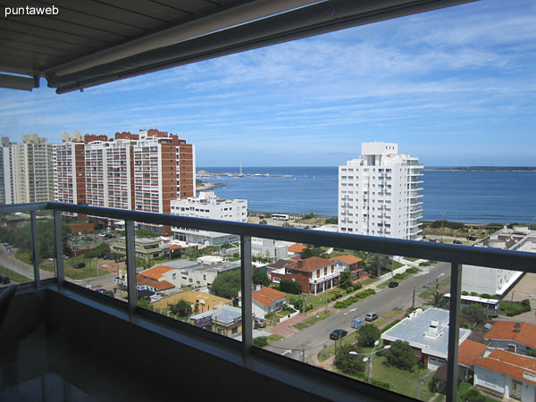 View of the bay of Punta del Este on the beach Mansa from the window of the living room with access to terrace balcony.