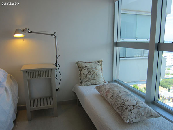 Suite in front of the apartment. Equipped with a double bed.