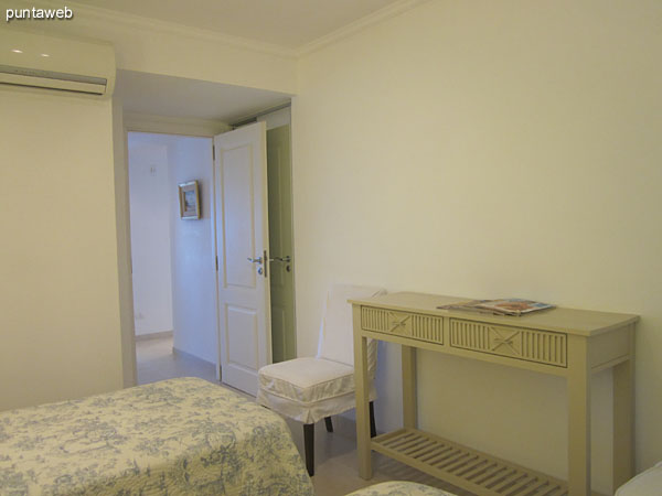 Second bedroom. Located building the building. It is equipped with two single beds.
