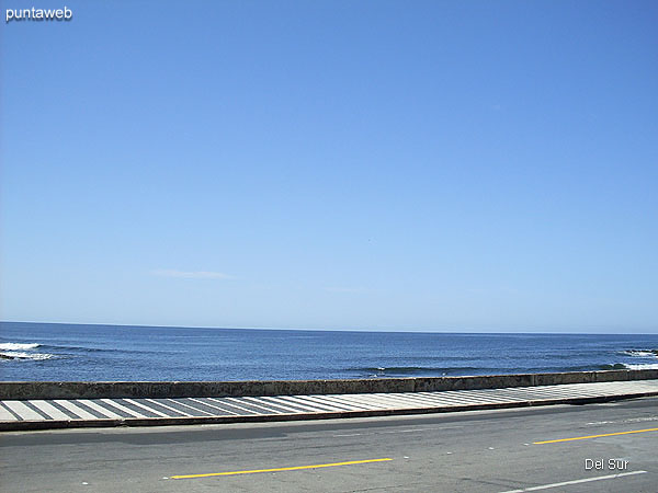 Atlantic coast on the Rambla de Circunvalación Artigas meters from the building.