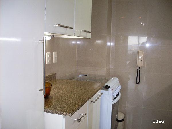 Estática de la cocina, funcional y bien decorada.