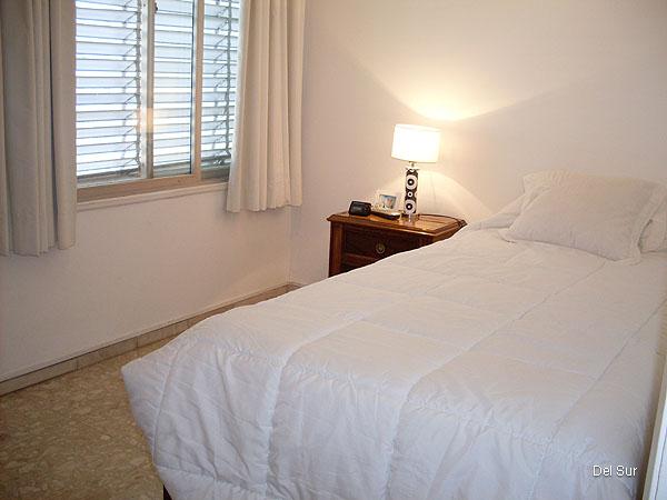Estática del segundo dormitorio, también con vistas exteriores, amplio y luminoso.