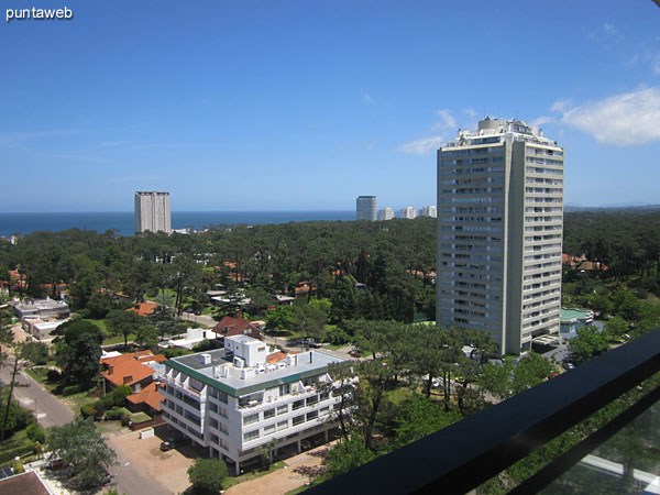 View to the south suburbs on environment from the terrace balcony.<br><br>In the background the peninsula of Punta del Este is appreciated.