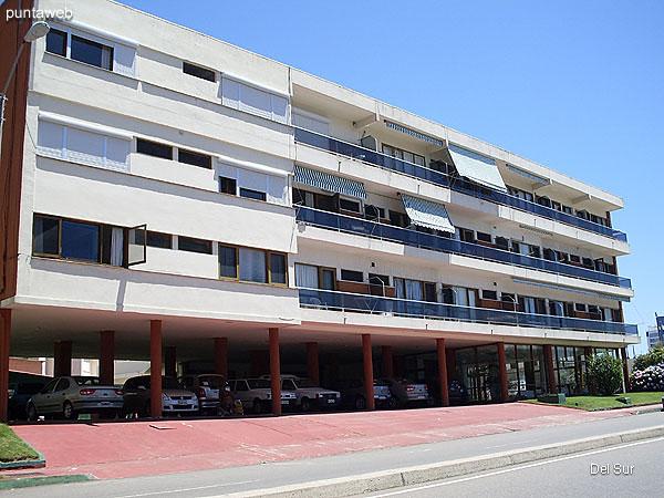 Est�tica del edificio ubicado sobre Avenida Francia.