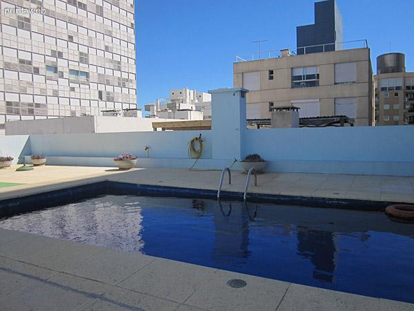 Espacio de parrillero en terraza común del edificio (actualmente en desuso).