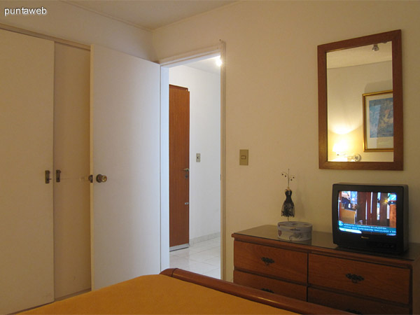 Vista del dormitorio principal desde la esquina izquierda.