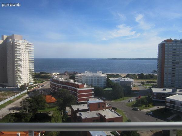 Vista hacia el norte sobre los barrios residenciales de playa Mansa.