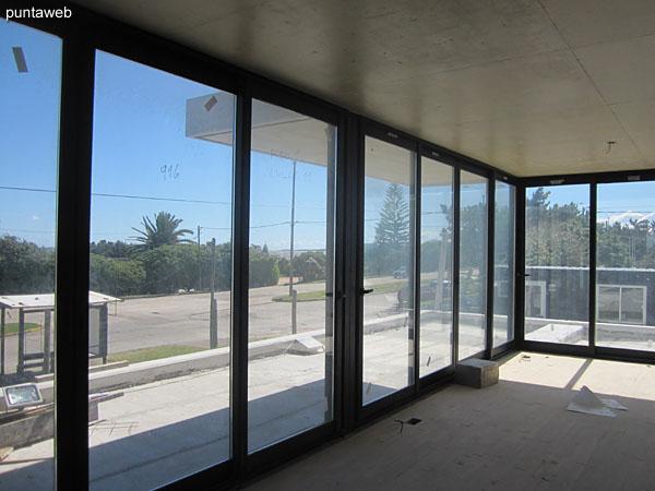 Vista desde apartamento en planta baja hacia la Rambla Claudio Willliman.