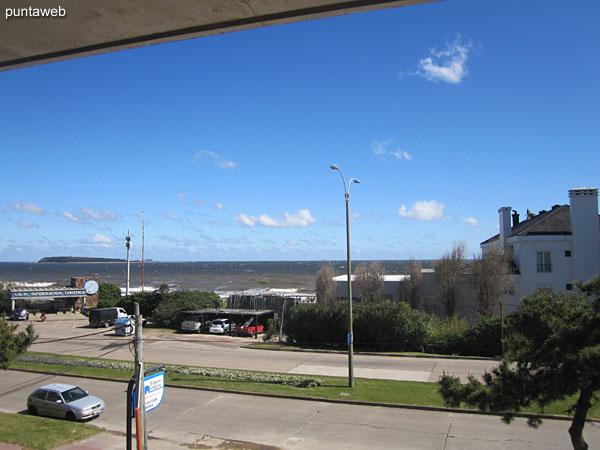 Vista hacia el noroeste sobre la playa Mansa desde el primer piso.