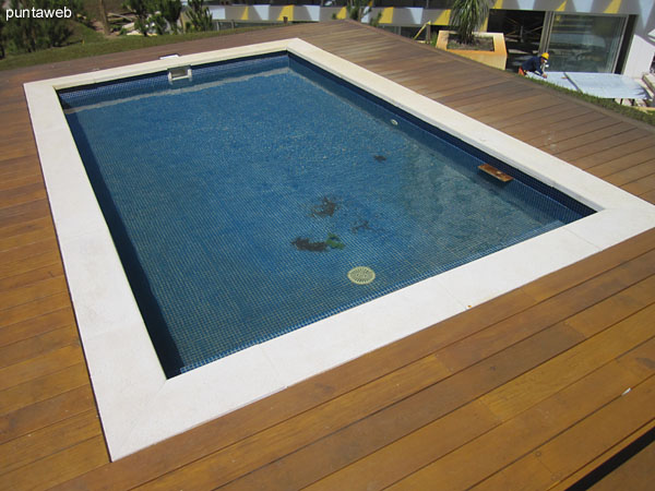 Continuous swimming pool.
