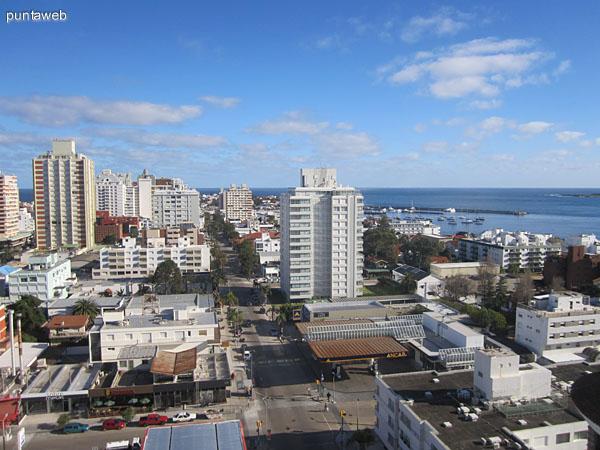 Vista desde la ventana oeste del living hacia el suroeste sobre la península de Punta del Este.