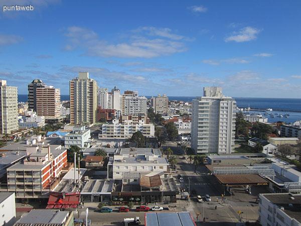 Vista desde el dormitorio principal hacia el suroeste sobre la península de Punta del Este.