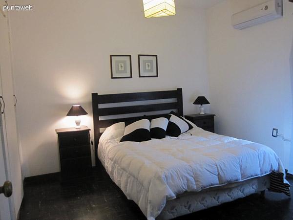 Vista desde el living–comedor hacia el pasillo de acceso al dormitorio y ba�o.