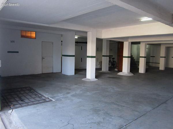 Garage cerrado. El departamento cuenta con un espacio exclusivo.