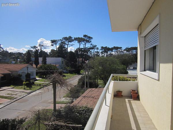 Vista hacia la playa Mansa a 80 metros de la esquina del edificio.