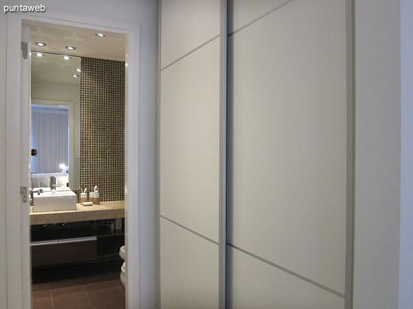 Detalle de acondicionamiento lum�nico en el dormitorio principal.