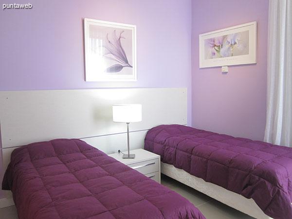Detalle de artefactos sanitarios y grifer�a del ba�o en suite del segundo dormitorio.