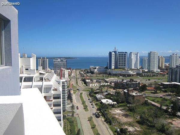 Vista hacia el este desde la terraza del edificio junto a la barbacoa propia.