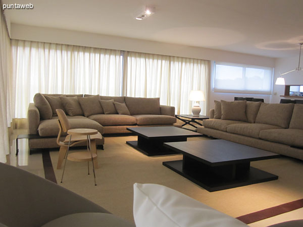 Overview of the living room.<br><br>Conditioning with big armchair in L and armchair of three bodies.