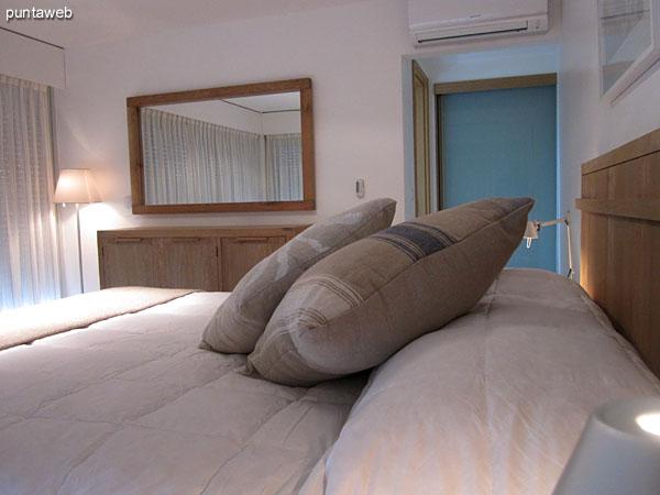 Vista general del dormitorio principal en suite desde su entrada junto al pallier privado.