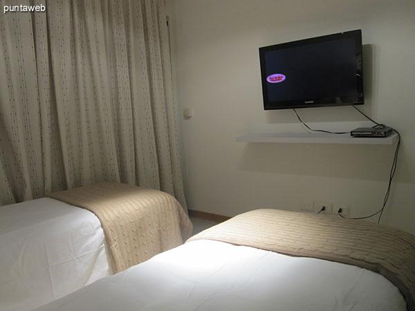 Segundo dormitorio. Ubicado sobre el lateral oeste del edificio.<br><br>Acondicionado con dos camas individuales.