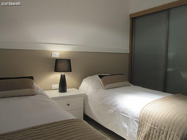 Tercer dormitorio. Ubicado sobre el lateral oeste del edificio.<br><br>Acondicionado con dos camas individuales.