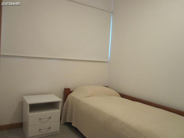Detalle de acondicionamiento en la cocina: lavarropas, tender y termotanque.<br><br>A la izquierda de la imagen, el acceso al dormitorio de servicio.<br><br>