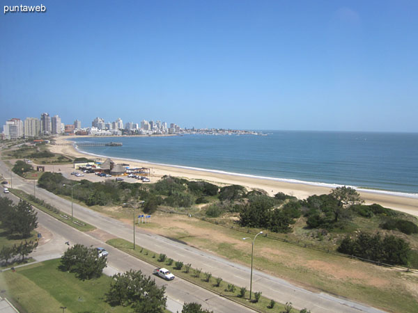 Mansa Beach View to the bay of Punta del Este from the balcony and roof terrace closed.<br><br>In the background, the island Gorriti.