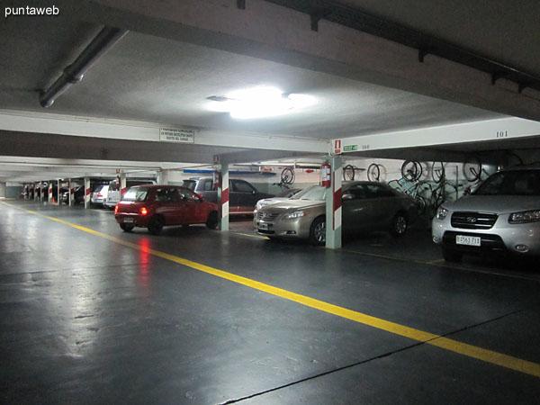 Vista general del garage. El departamento cuenta con un espacio propio.