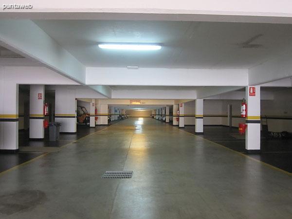 Vista general del garage en el bloque 1.