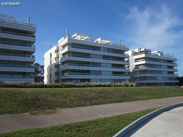 Fachadas de los tres bloques de edificios que conformar Indigo Mar.