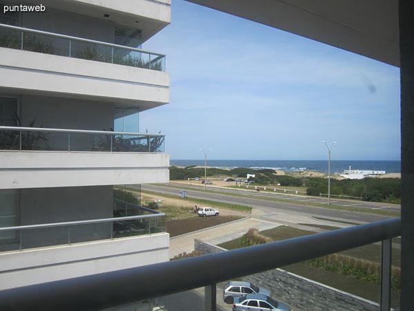 Vista hacia el frente, sobre el océano Atlántico desde el dormitorio principal.