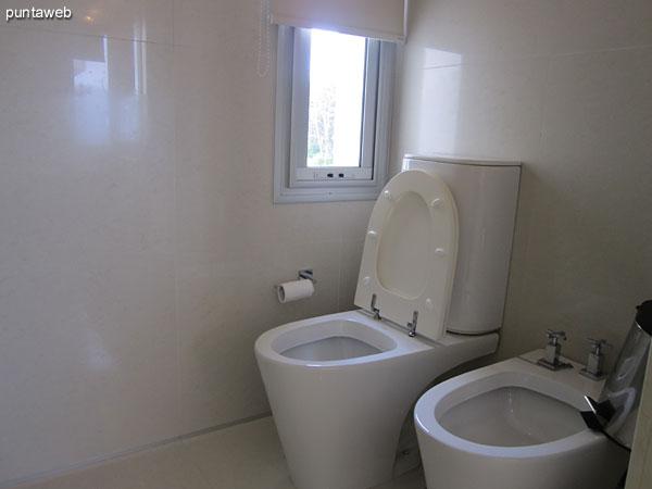 Vista del hidromasaje en el baño en suite del dormitorio principal.