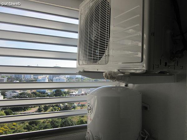 Lavadero. Situado a continuaci�n de la cocina sobre el lateral oeste del apartamento.<br><br>Equipado con m�quina lavarropas.