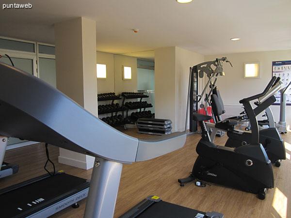 Gimnasio. Ubicado en planta baja sobre el lateral oeste.<br><br>Moderno equipamiento para todo tipo de ejercicios.