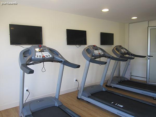Detalle del equipamiento del gimnasio.