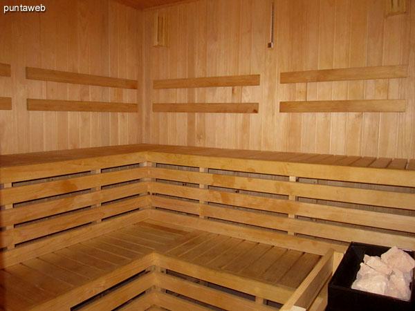 Acceso al sauna h�medo en la sala de relax.