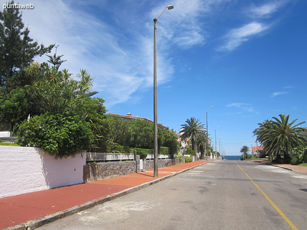 View from the corner of the building in lanes 6 and 9 southwesterly along 6th Street. <br><br>At the bottom of the Atlantic to start Maldonado Bay and Isla Gorriti ocean.